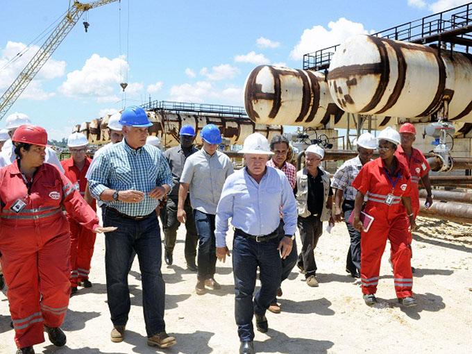Visitó Díaz-Canel instalaciones de la Refinería Ñico López