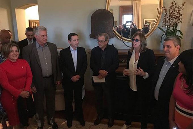Se reúne Presidente cubano con artistas y promotores culturales norteamericanos