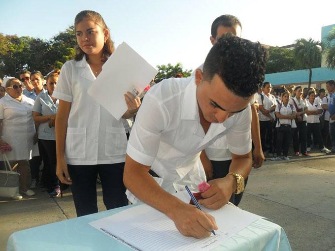 Ingresan estudiantes manzanilleros a organización universitaria de Cuba