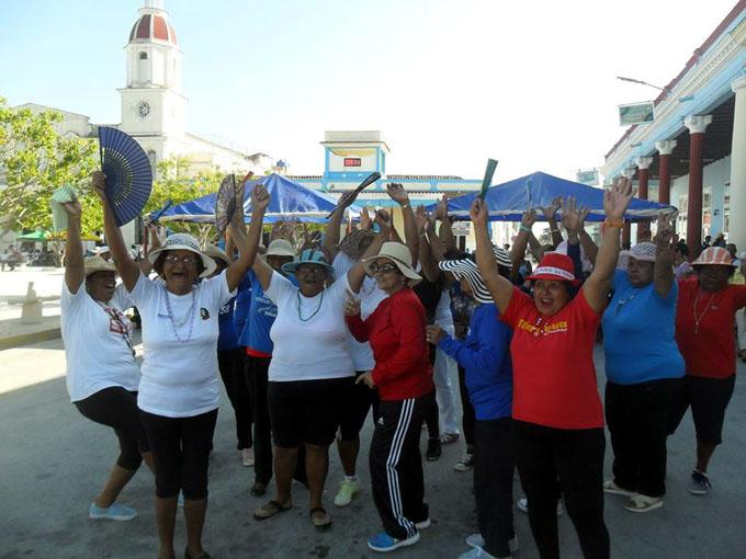 Realizan en Manzanillo evento científico sobre Actividad física y ancianidad (+ fotos)