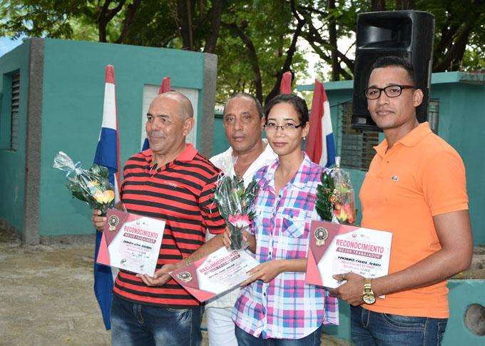 Recibe reconocimiento empresa de proyectos de la Agricultura