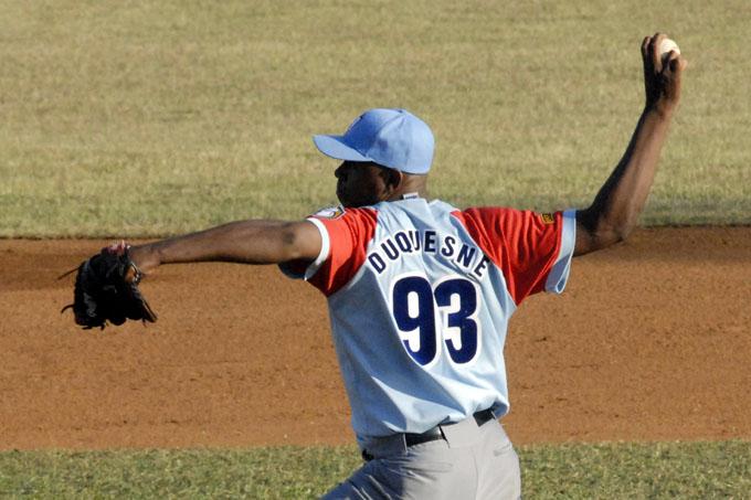 Del brazo de Duquezne, los Tigres son más líderes