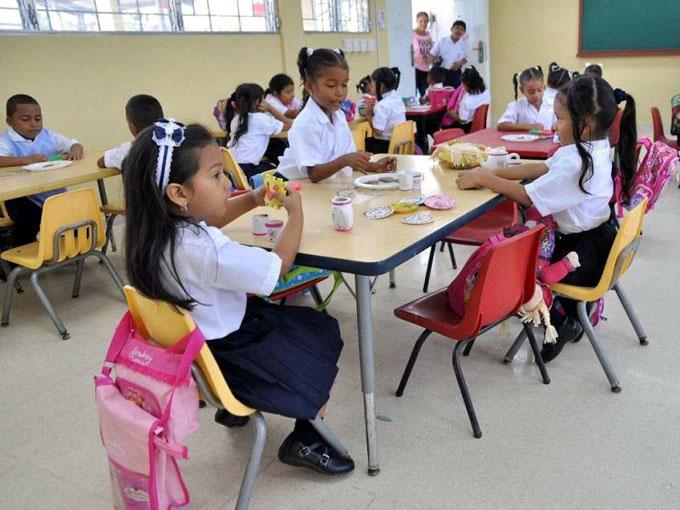 Cuba ayudó a reducir a la mitad el analfabetismo en Panamá