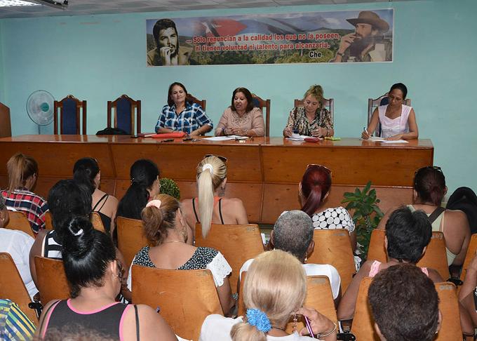Dialoga Secretaria General de la FMC con federadas de Granma