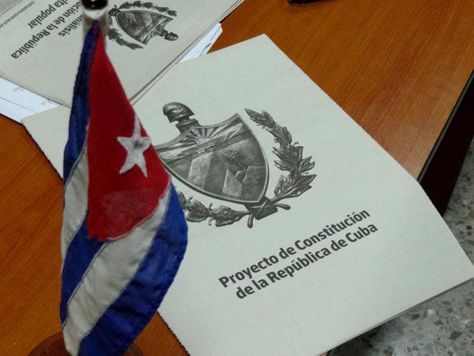 Cuba por una Constitución actualizada, resaltan en Francia
