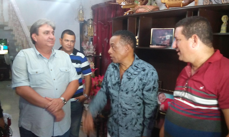 Felicita presidente de la Radio y la Televisión a Cándido Fabré por su cumpleaños