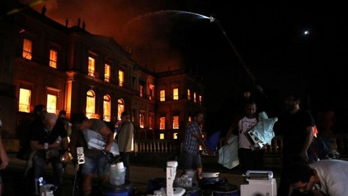 Francia ofrece ayuda a Brasil para restauración de museo