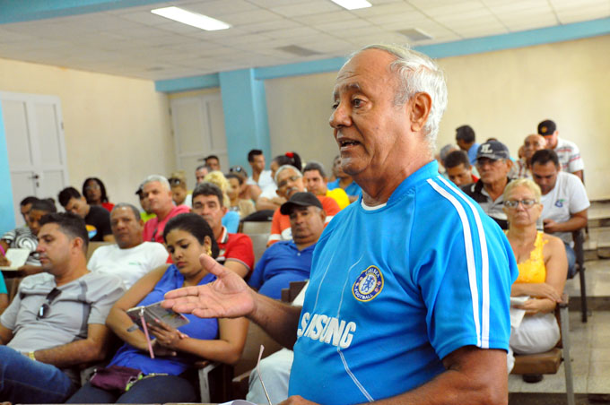 Azucareros granmenses debaten  proyecto de Constitución