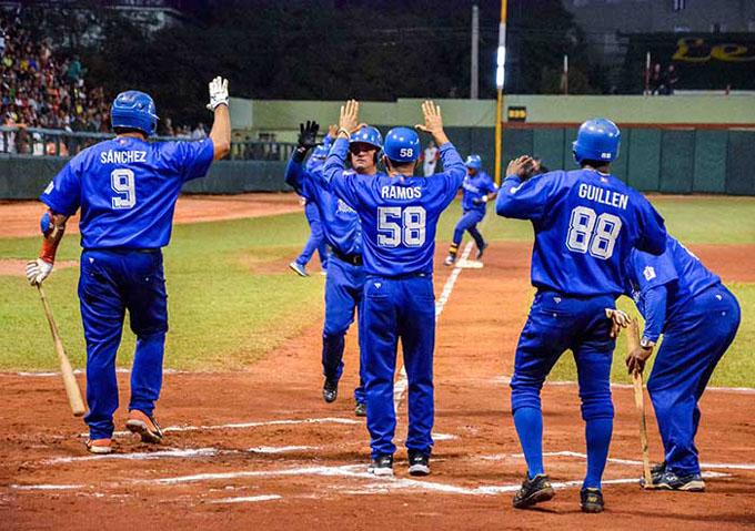 Industriales fulmina al líder Villa Clara en el béisbol cubano