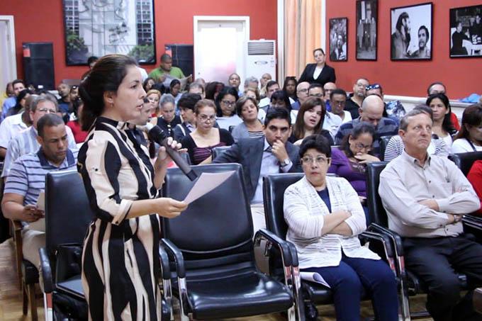 Debaten con profundidad en China el proyecto de Constitución cubana