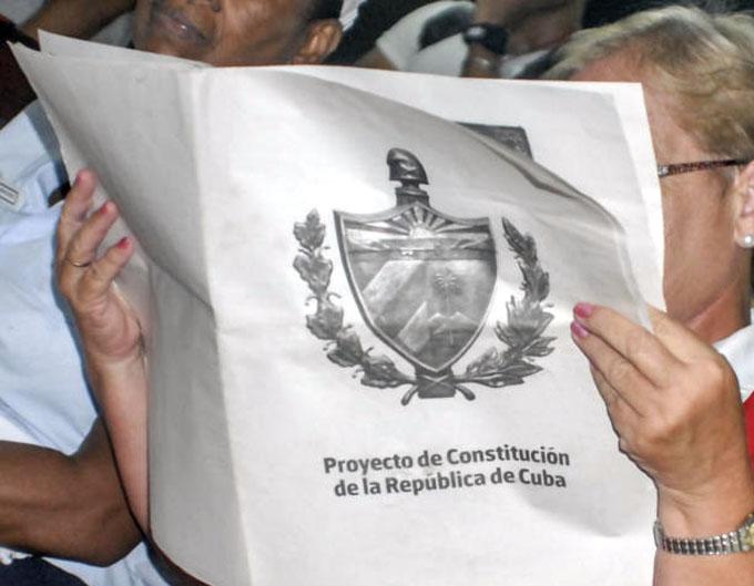 Califican de ejemplo de democracia consulta popular en Cuba