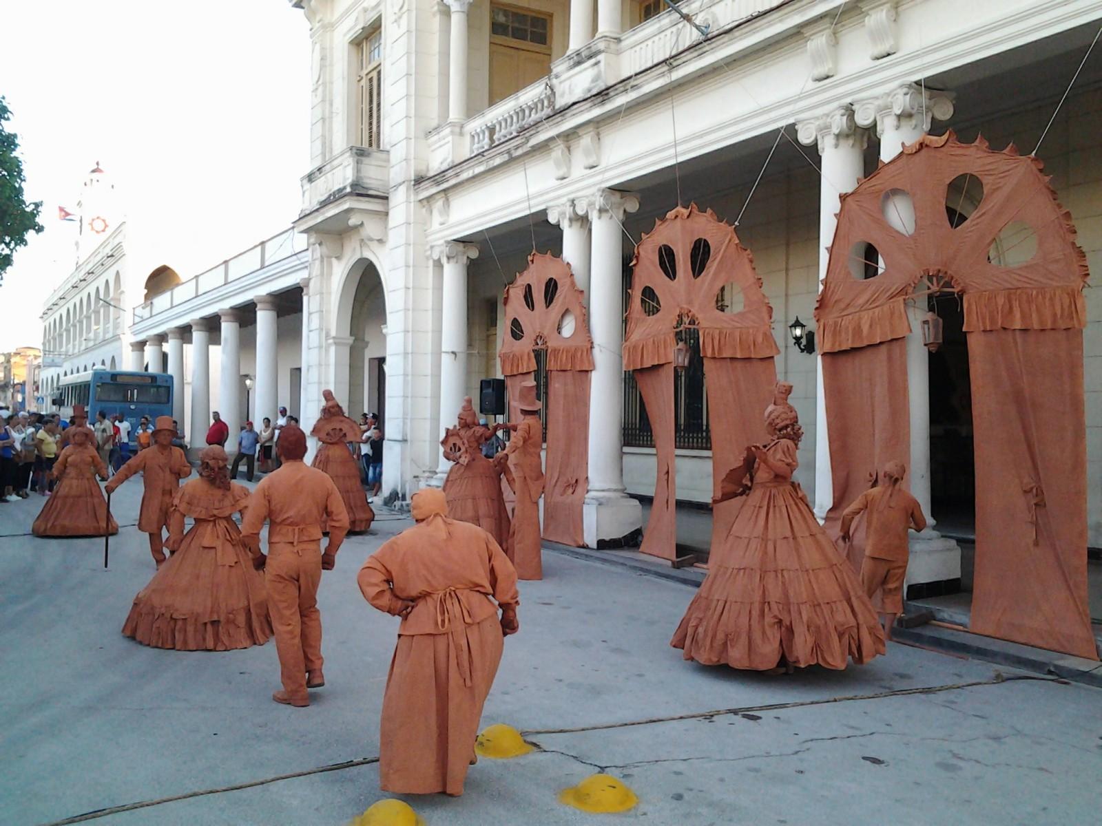D´Morón Teatro seduce a los manzanilleros (+ fotos y videos)