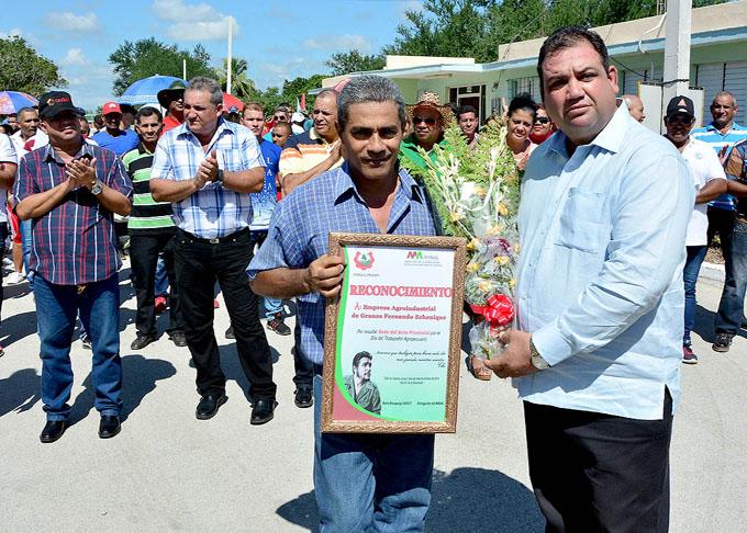 Reconocen a colectivos y trabajadores agropecuarios por su día en Granma