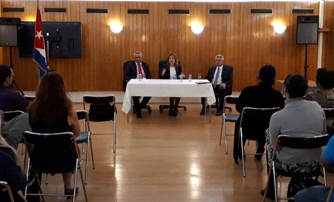 Concluye visita a Francia vicepresidenta del parlamento cubano
