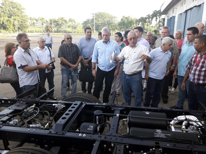 Díaz-Canel llama a priorizar desarrollo de transporte público (+ fotos)
