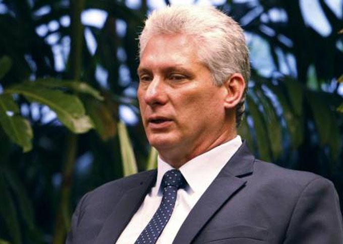 Presidente cubano envía felicitación a intelectuales y artistas