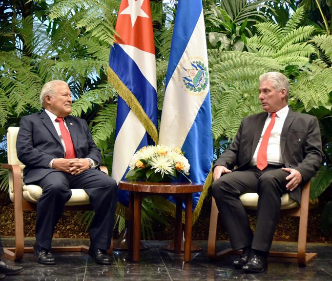 Presidente de Cuba recibe a su par de El Salvador