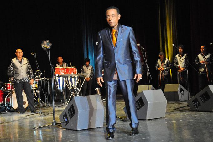 Cándido Fabré celebrá 40 años de carrera con concierto en el Heredia