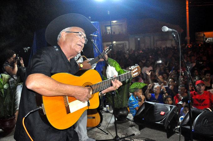 Eliades Ochoa calienta la pista en Santa Rita (+ fotos)