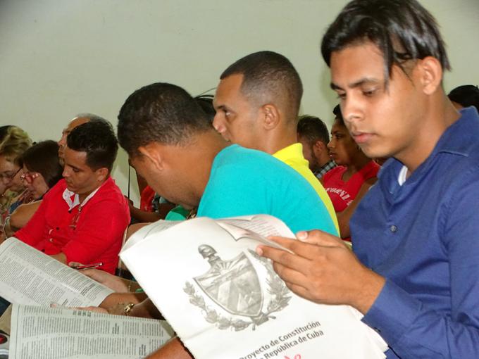 Debaten Proyecto de Constitución de Cuba en Universidad de Granma (+ fotos)