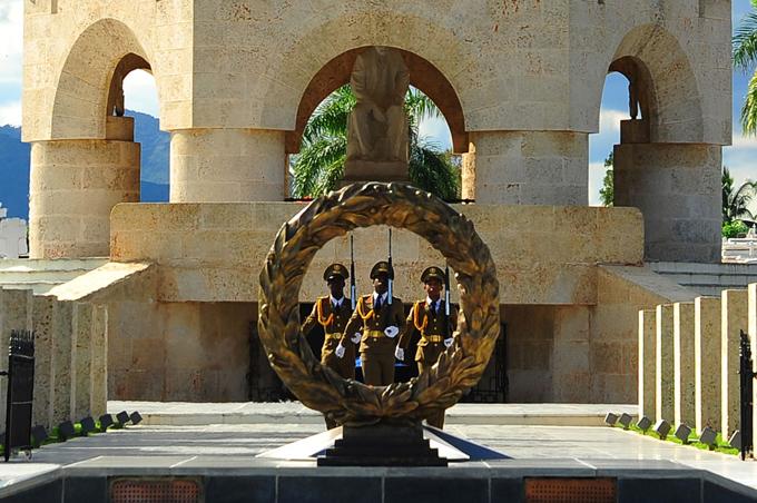 Conmemoran en Santa Ifigenia los 150 años del Grito de Independencia