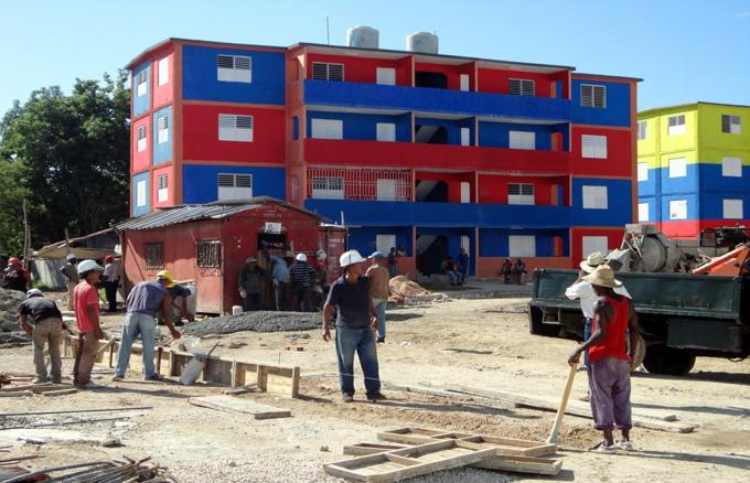 Chequea Díaz-Canel programa de construcción de viviendas en Cuba