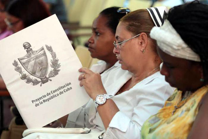 Proyecto constitucional en el punto de mira de los cubanos