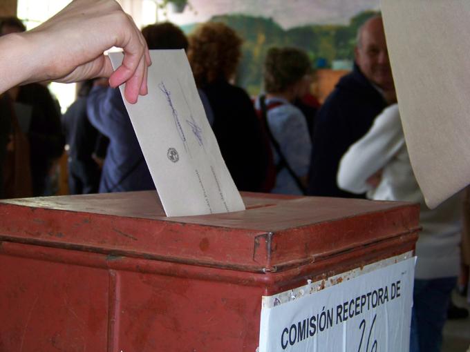 Arranca en Uruguay carrera electoral con punteros presidenciables