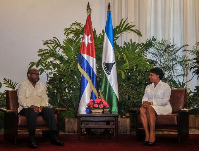 Recibe Vicepresidenta cubana al Canciller de Lesotho