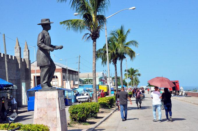 Un golfo y una glorieta en el alma de Manzanillo