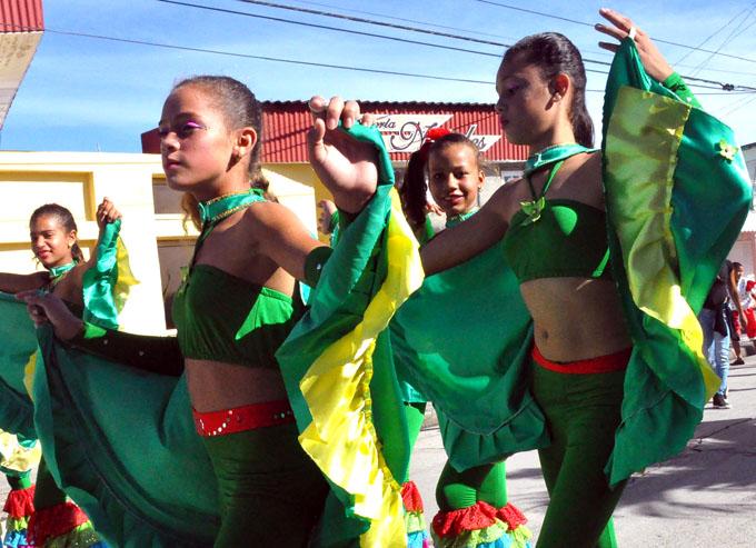Los niños también celebran la idiosincrasia nacional (+ fotos)