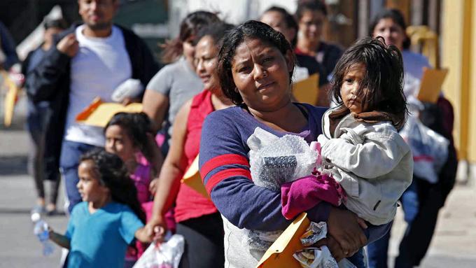 Guatemala se alista para impedir más oleadas de migrantes hondureños