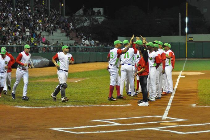 Leñadores y Azucareros pugnarán por liderato en serie beisbolera (+ video)
