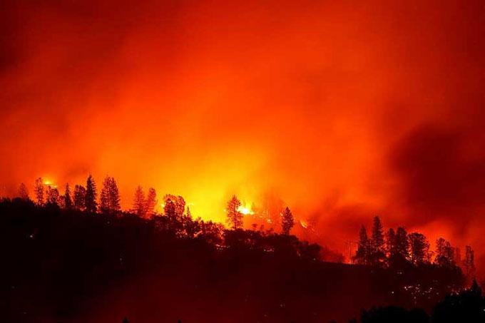 Más de mil desaparecidos y 74 muertos por fuegos en California