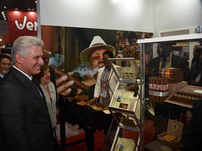 Presidente Díaz-Canel recorre muestra de Cuba en feria de China (+ fotos y videos)