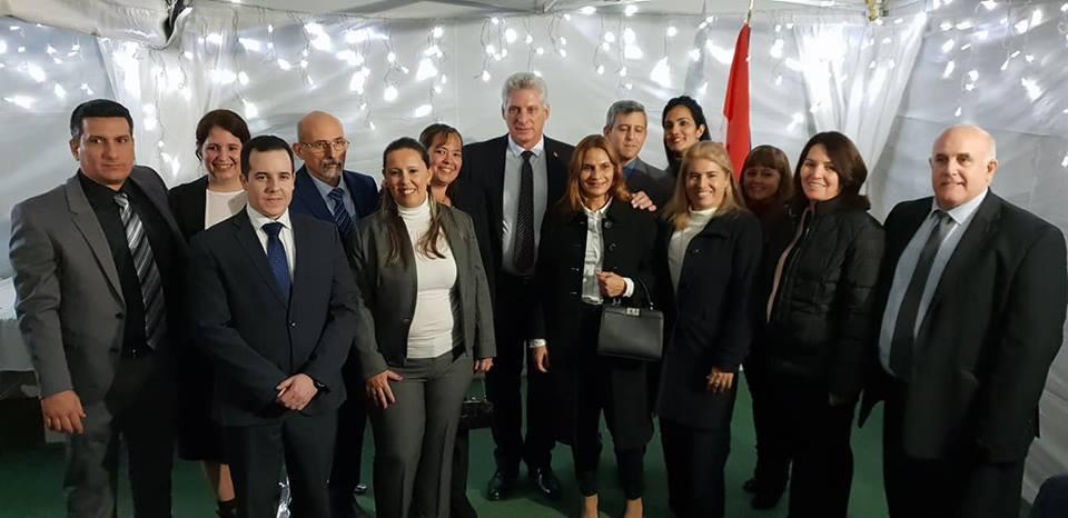 Emotiva reunión de presidente de Cuba con compatriotas en Reino Unido (+ fotos)