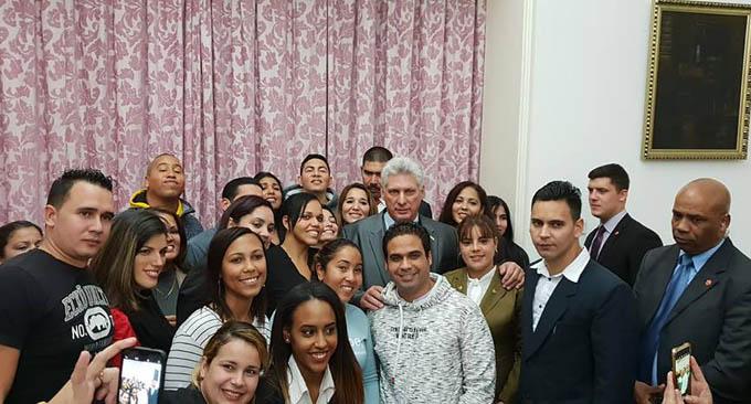 Díaz-Canel dialoga con funcionarios y estudiantes cubanos en China (+ fotos y videos)
