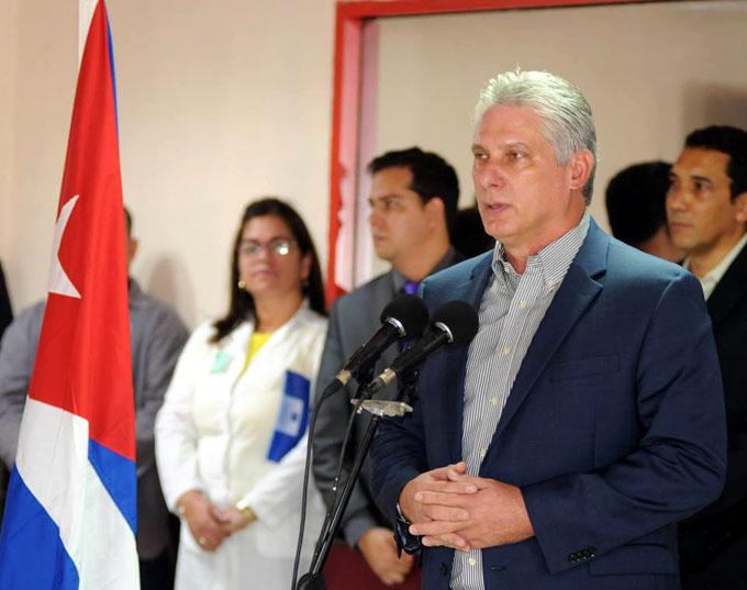 Díaz-Canel: Ustedes son más que médicos (+ fotos y videos)