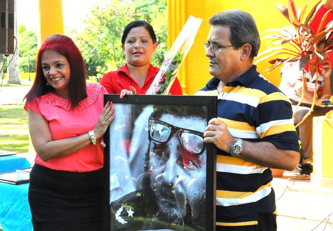 Festejan aniversario de fábrica inaugurada por Fidel (+ fotos)