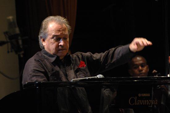 Recuerda pianista cubano Frank Fernández legado de Fidel Castro