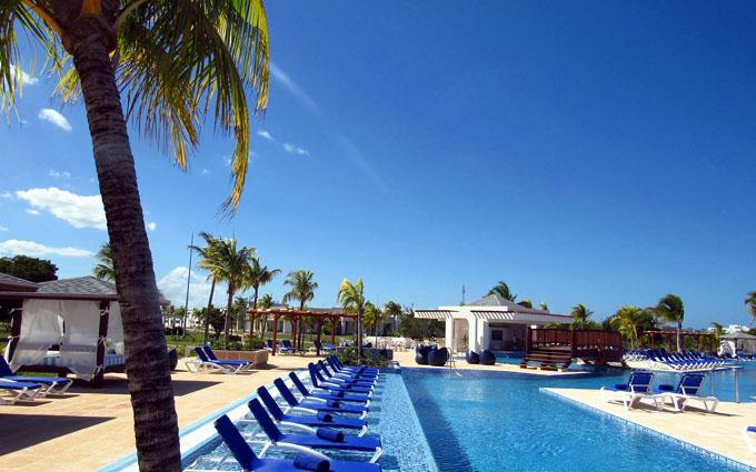Muestra sus exclusividades primer hotel de sol y playa  IberoStar en el oriente de Cuba (+ video)
