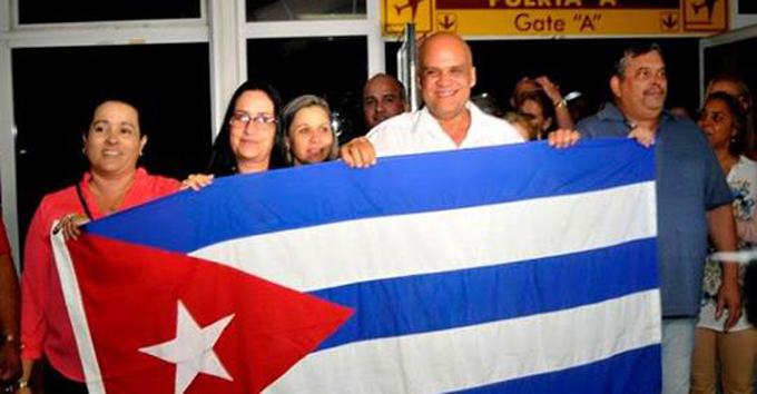 Cuba prepara retorno organizado de sus médicos en Brasil (+ fotos y videos)