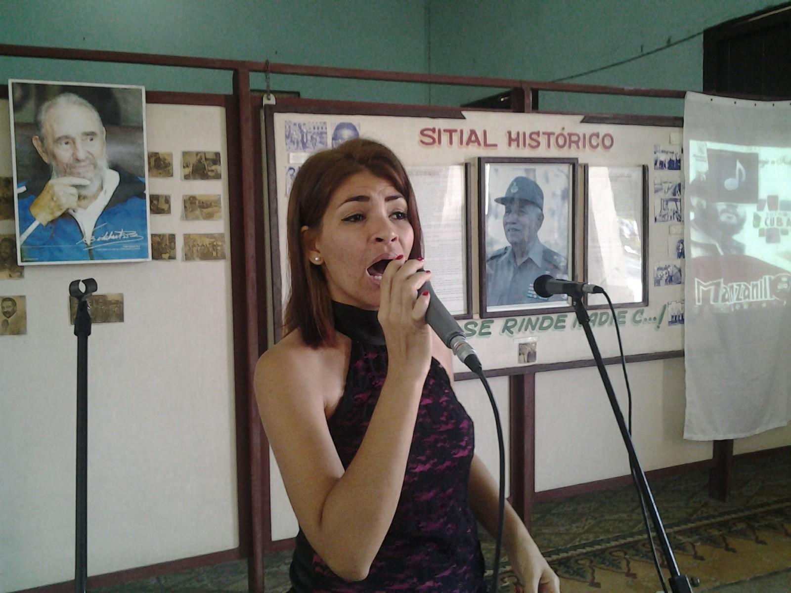 Gana cantante manzanillera Festival Nacional de Trova Carlos Puebla