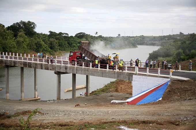 Restablecen tránsito por puente colapsado sobre el río Zaza (+ fotos)