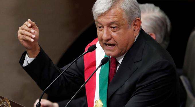 López Obrador promete verdad sobre crimen de Ayotzinapa ,  en México