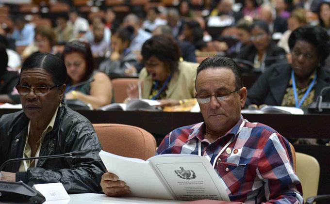Prosiguen diputados cubanos estudio de proyecto de Constitución