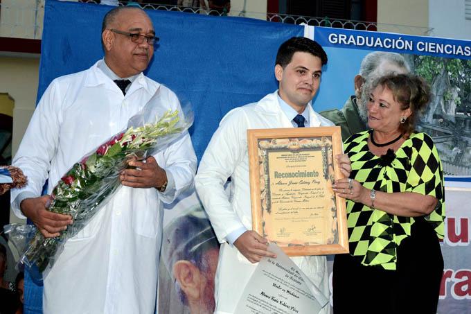 Graduados 27 mil profesionales de la salud en Granma