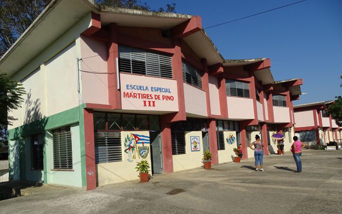 Acoge Ciudad Escolar Camilo Cienfuegos celebración del Día del Educador