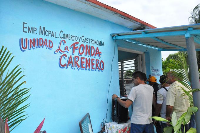 Abren en Niquero centros de comercio y gastronomía