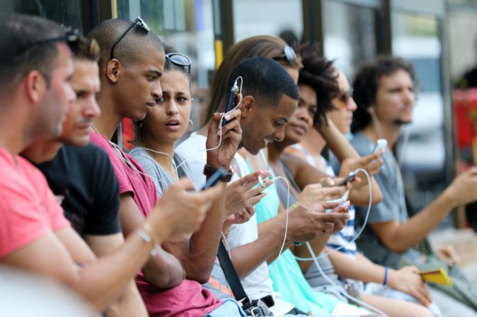 Exponen en Parlamento de Cuba avances en acceso a Internet